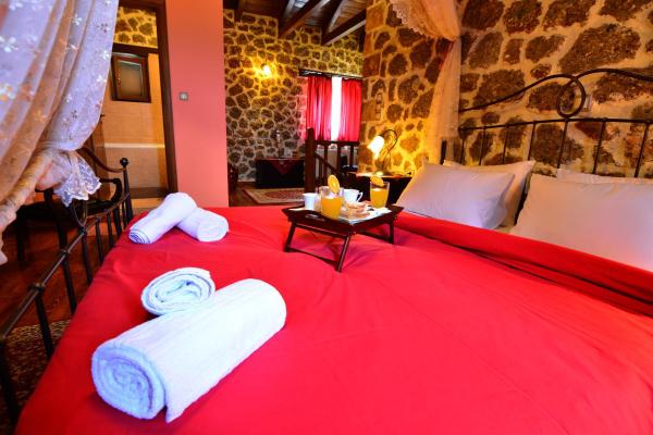Suite with Spa Bath and fireplace (2 Adults & 2 Children)