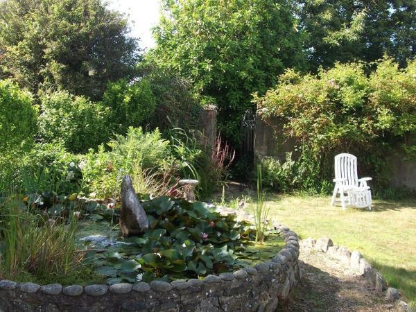 Hotel Pictures: Les Rouvets Farm B&B, St Saviour Guernsey
