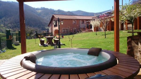 Hotel Pictures: Apartamentos Rurales Balcón Real, Campiello