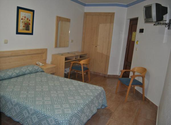 Hotel Pictures: Hostal Blumen, Algeciras