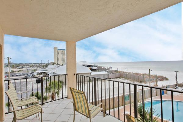 Two-Bedroom Apartment with Sea View 405