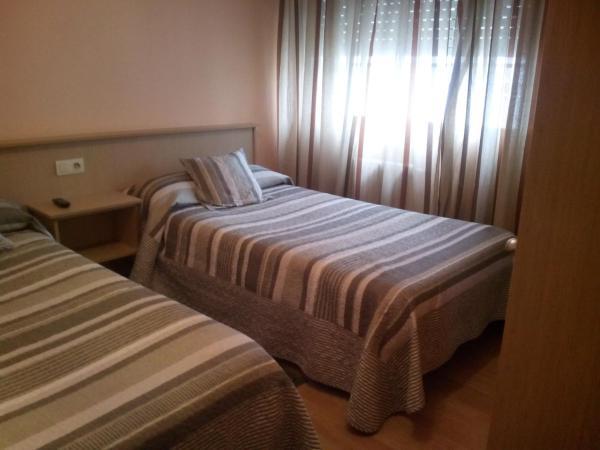 Hotel Pictures: Pensión Las Palmeras, Lalín