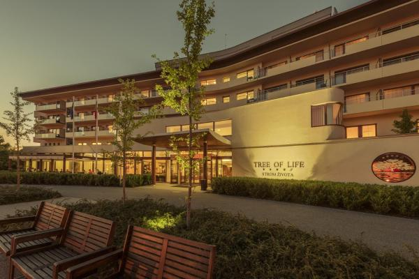 Hotel Pictures: Spa Resort Tree of Life, Lázně Bělohrad