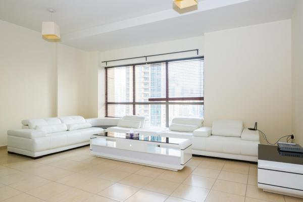 Luxury Three-Bedroom Apartment 801
