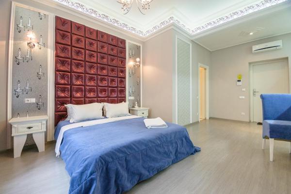 Modern Quiet Junior Suite with Shower on Khreschatyk 15