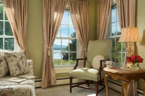 Suite with Lake View 4