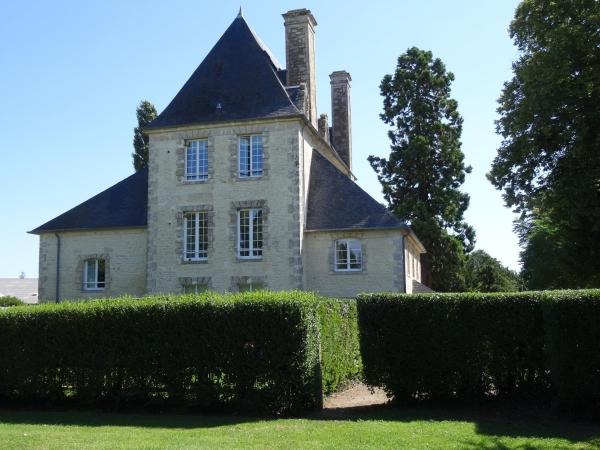 Hotel Pictures: Château Turgot Gîtes, Bons-Tassily