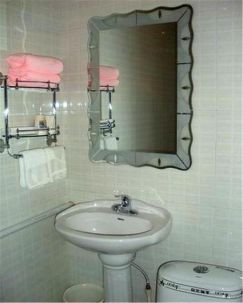 Hotel Pictures: Mohe Beiji Village Snowman Log Cabin Homestay, Mohe
