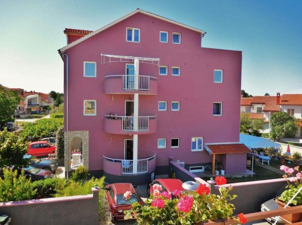 Hotel Pictures: Apartments Nikolić, Fažana