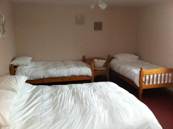 Quadruple Room (2 Adults + 2 Children)