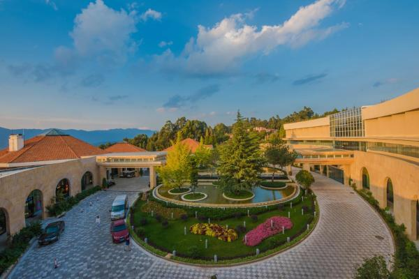 Hotel Pictures: Spring City Golf and Lake Resort, Yiliang