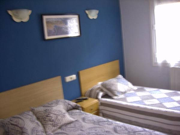 Double Room with Extra Bed and Shared Bathroom