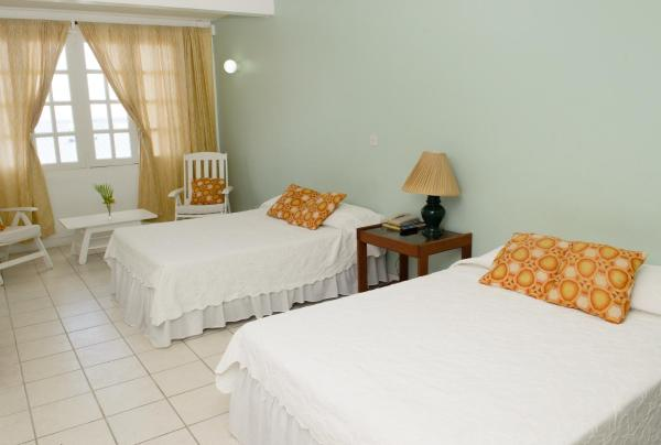 Superior Double Room with Two Double Beds and Sea View