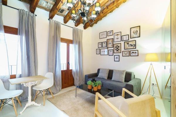 Deluxe One-Bedroom Apartment - Venerables 5
