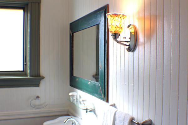 King Room with Carriage Yard View (Shelburne)