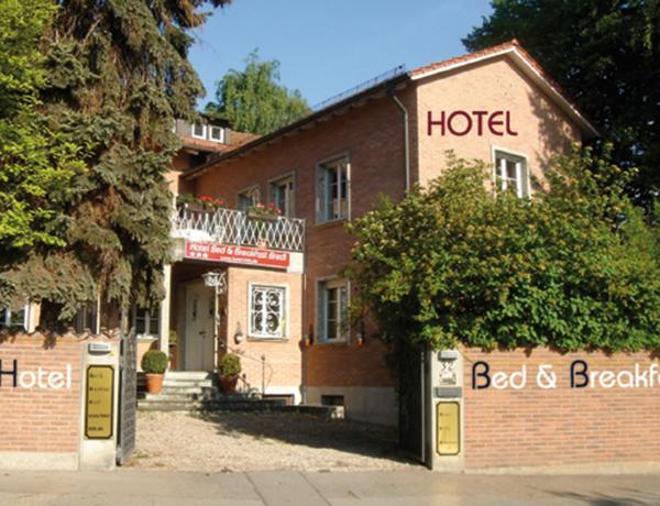 Hotel Pictures: Hotel B&B Bredl in der Villa Ballestrem, Straubing