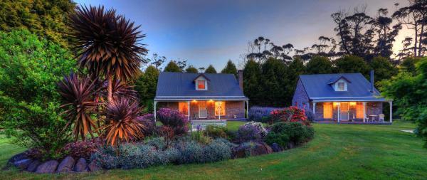 Rosebud One-Bedroom Cottage with Spa Bath