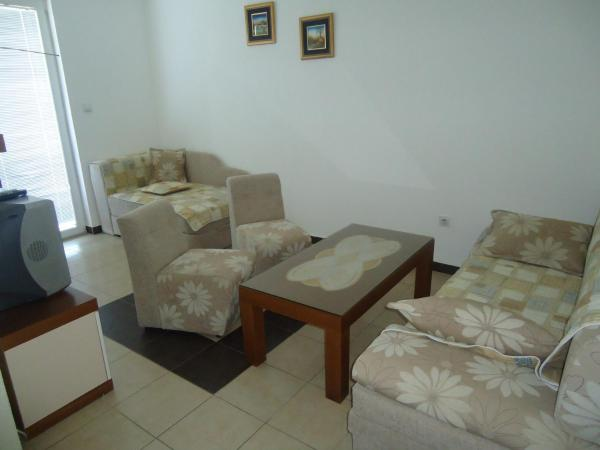 One-Bedroom Apartment (3 Adults + 2 Children) with Lake View