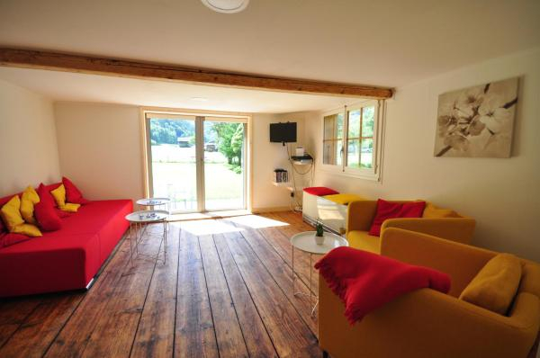 Hotel Pictures: Waterfall Chalet, Stechelberg