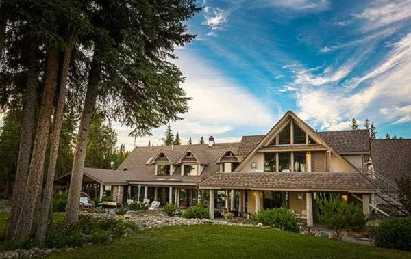 Hotel Pictures: Retreat Wilderness Inn, Nimpo Lake