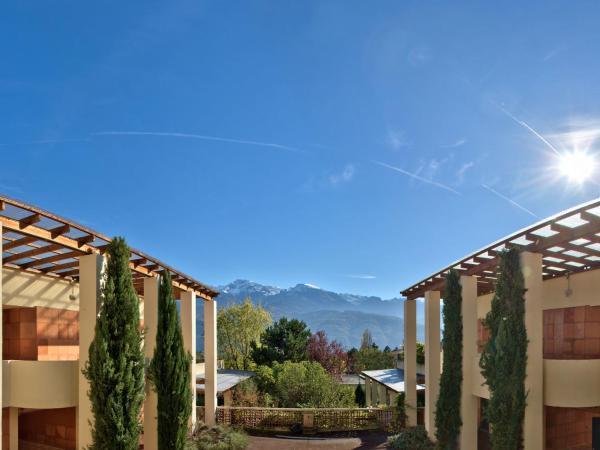 Hotel Pictures: Le Dauphin Blanc, Saint-Ismier