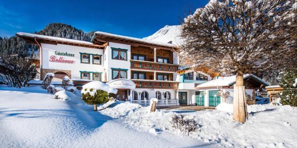 Hotel Pictures: Gästehaus Bellevue, Elbigenalp