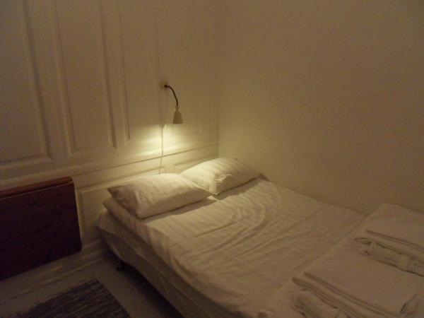 Single Room with Shared Bathroom (No Window)