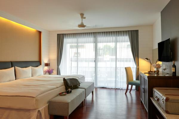 Mini Suite with Balcony (2 Adults)