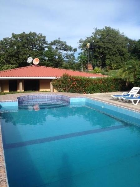 Hotel Pictures: House with the pool, Nicoya