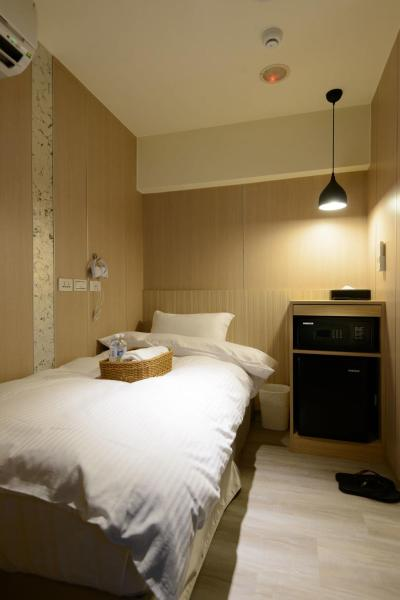 Single Room with Shared Bathroom and Toilet (No Window)
