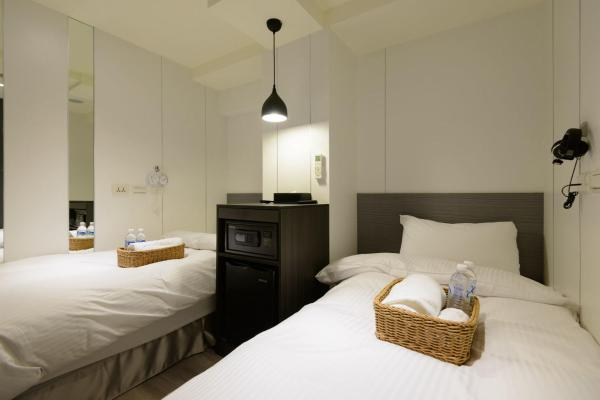 Standard Twin Room With Shared Bathroom and Toilet (No Window)