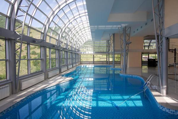 酒店图片: Best Western Aghveran Hotel, Arzakan
