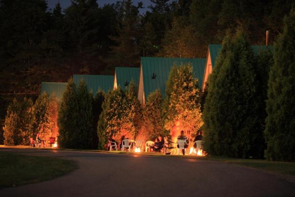Hotel Pictures: Village Vacances Petit-Saguenay, Petit-Saguenay