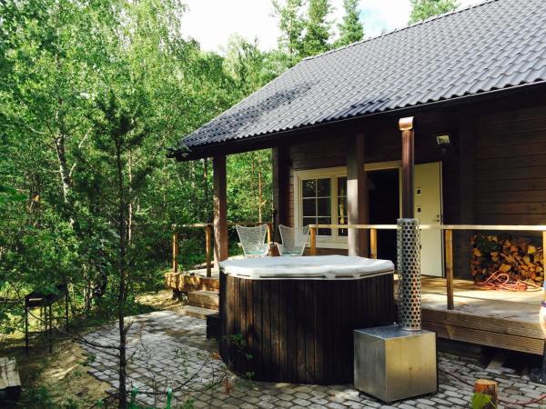 Hotel Pictures: Jaagurahu Forest Cabin, Haapsalu