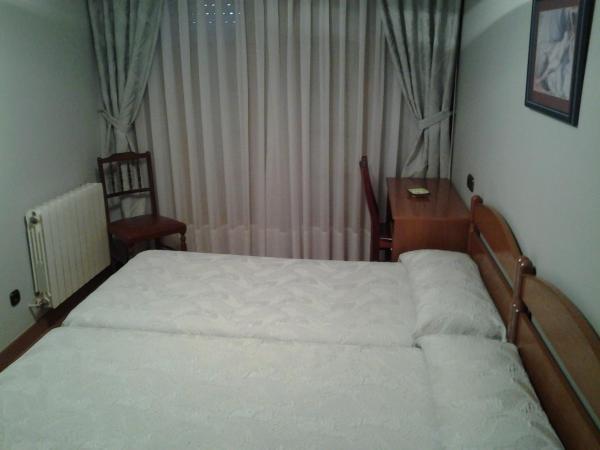 Hotel Pictures: Hostal Les Bedules, Oseja de Sajambre