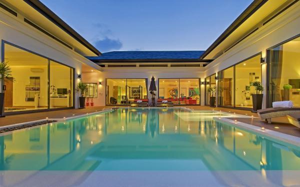 Hotel Pictures: Baannaraya Exclusive Pool Villa Residence, Rawai Beach