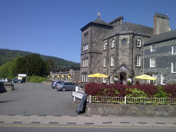 Hotel Pictures: The Eagles Hotel, Llanrwst
