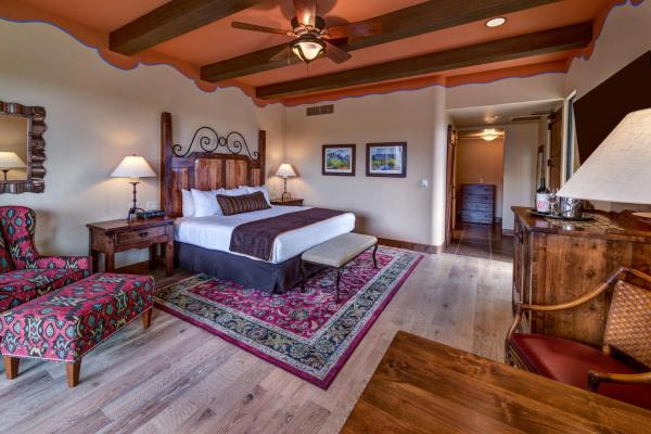 Catalina King Suite - Wheelchair Accessible