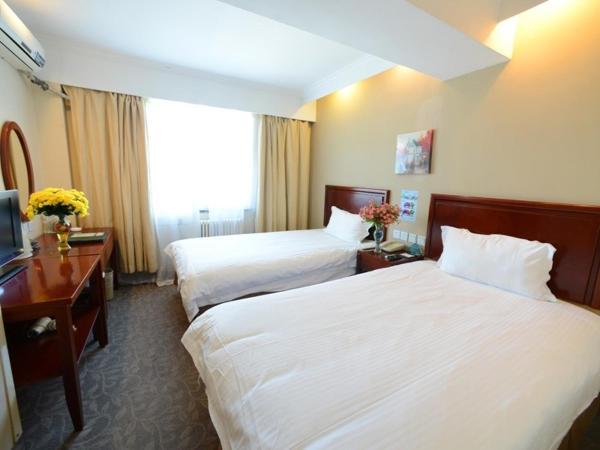 Hotel Pictures: GreenTree Inn ShanDong North WeiHai StationNorth International Bathing Beach Business Hotel, Weihai
