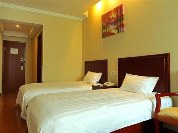 Hotel Pictures: GreenTree Inn Zhejiang Jiaxing Zhapu Jiulong Mountain Express Hotel, Jiaxing