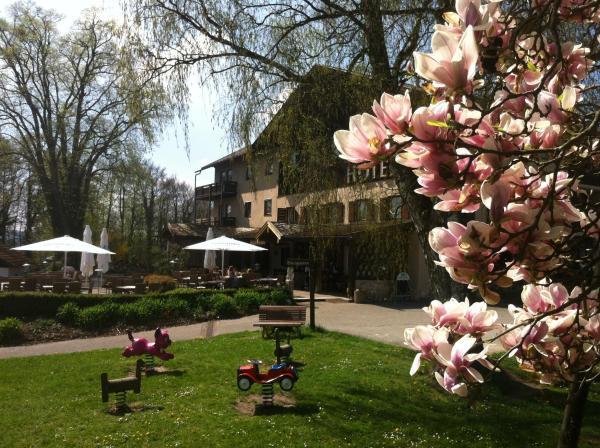 Hotelbilleder: Landhotel Bayerische Alm, Burghausen