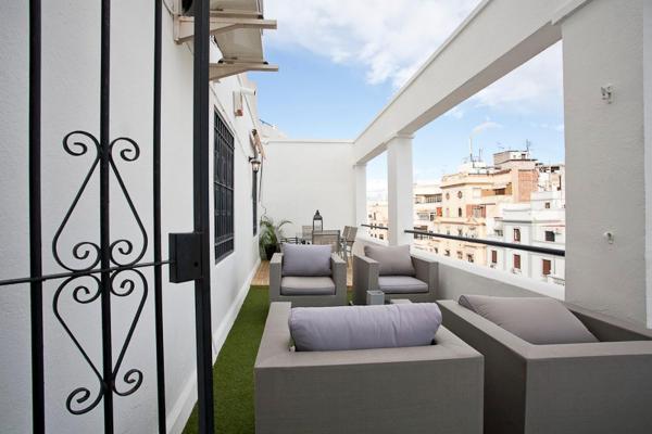 Five-Bedroom Apartment with Terrace - Avenida Baron de Carcer 46