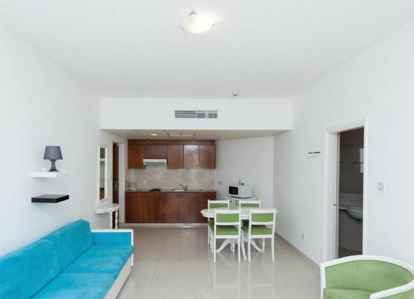 One-Bedroom Apartment with Inland View