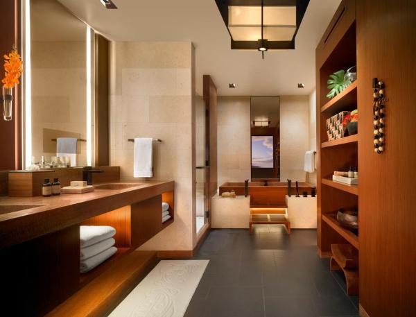 Garden Ocean View Suite with King Bed