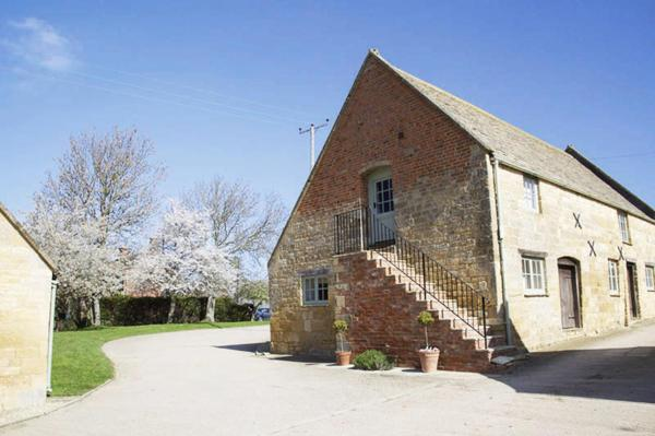 Hotel Pictures: Boddingtons Barn @ Norton Grounds, Chipping Campden