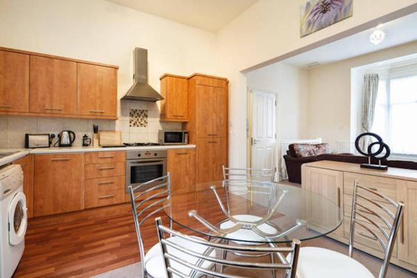 Hotel Pictures: Bairstow Apartment, Preston