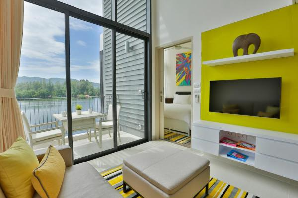One-Bedroom Suite with Lagoon or Ocean View