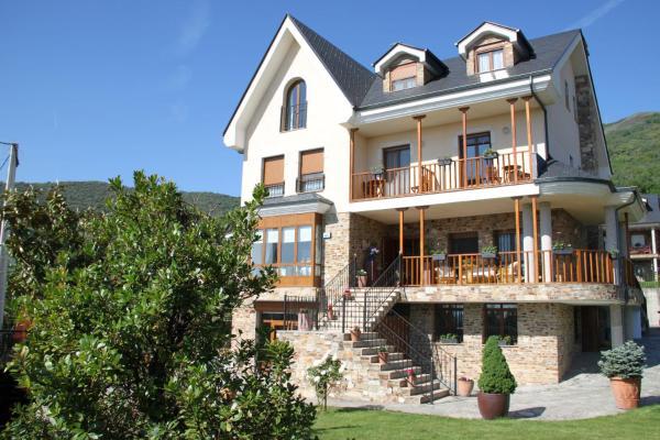 Hotel Pictures: Villa Mencia, Corullón