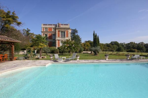 Hotel Pictures: Chateau Le Lout, Le Taillan-Médoc