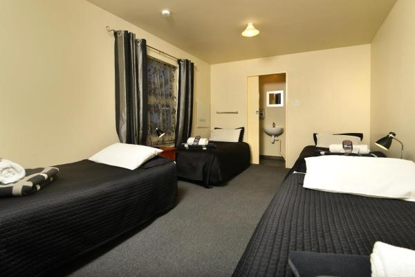 Bed in 4-Bed Mixed Dormitory Room with an En Suite Bathroom